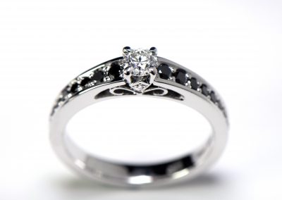 Diamondring_with_black_diamonds1_p