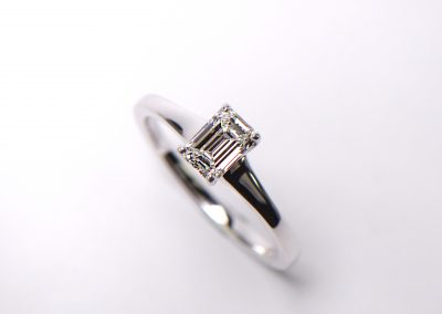 Emerald_cut_solitaire
