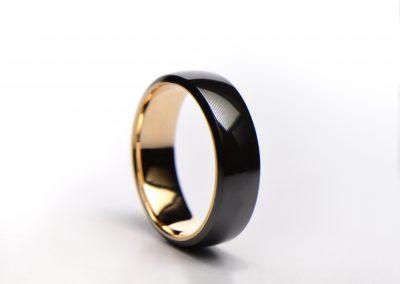 Polished_zirconium_gold_inside